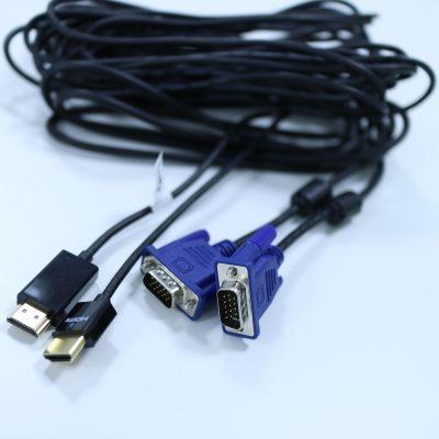 HDMIケーブルとVGAケーブル(D-Sub15ピン)