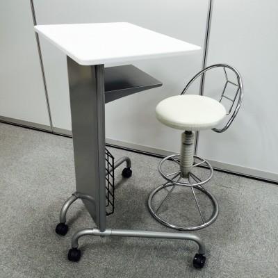 講師台と講師用椅子