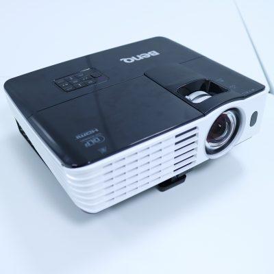 BenQ 短焦点プロジェクター TH682ST Full HD